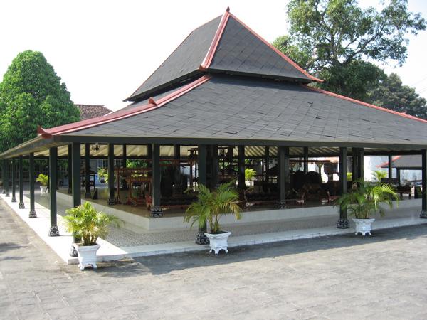 Sultan Palace – Watercastle – Kotagede Silver Industry & Prambanan Temple