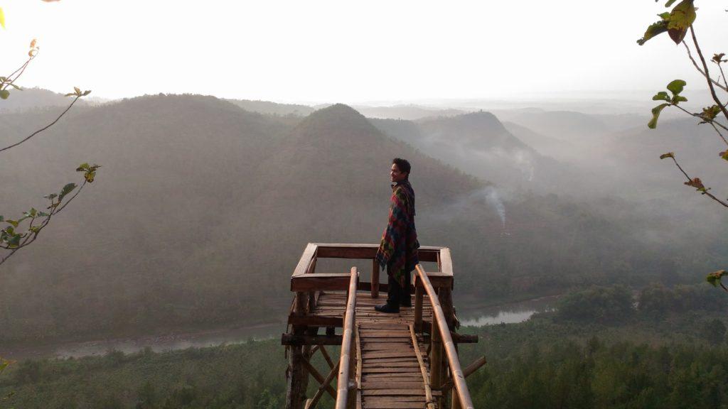 Bukit Panguk Kediwung Sunrise –  Jomblang Cave & Pindul Cave