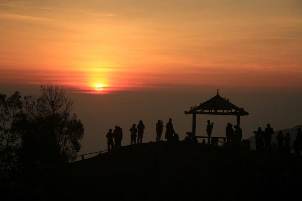 Sunrise From Setumbu Hill – Borobudur & Prambanan Temple