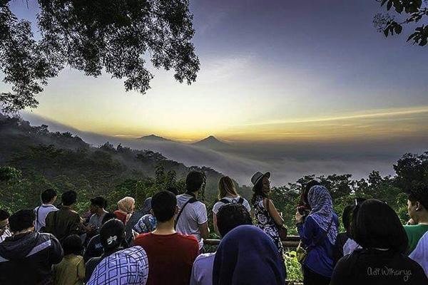 Punthuk Setumbu Hill Sunrise