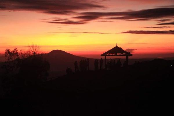 Sikunir Hill Golden Sunrise
